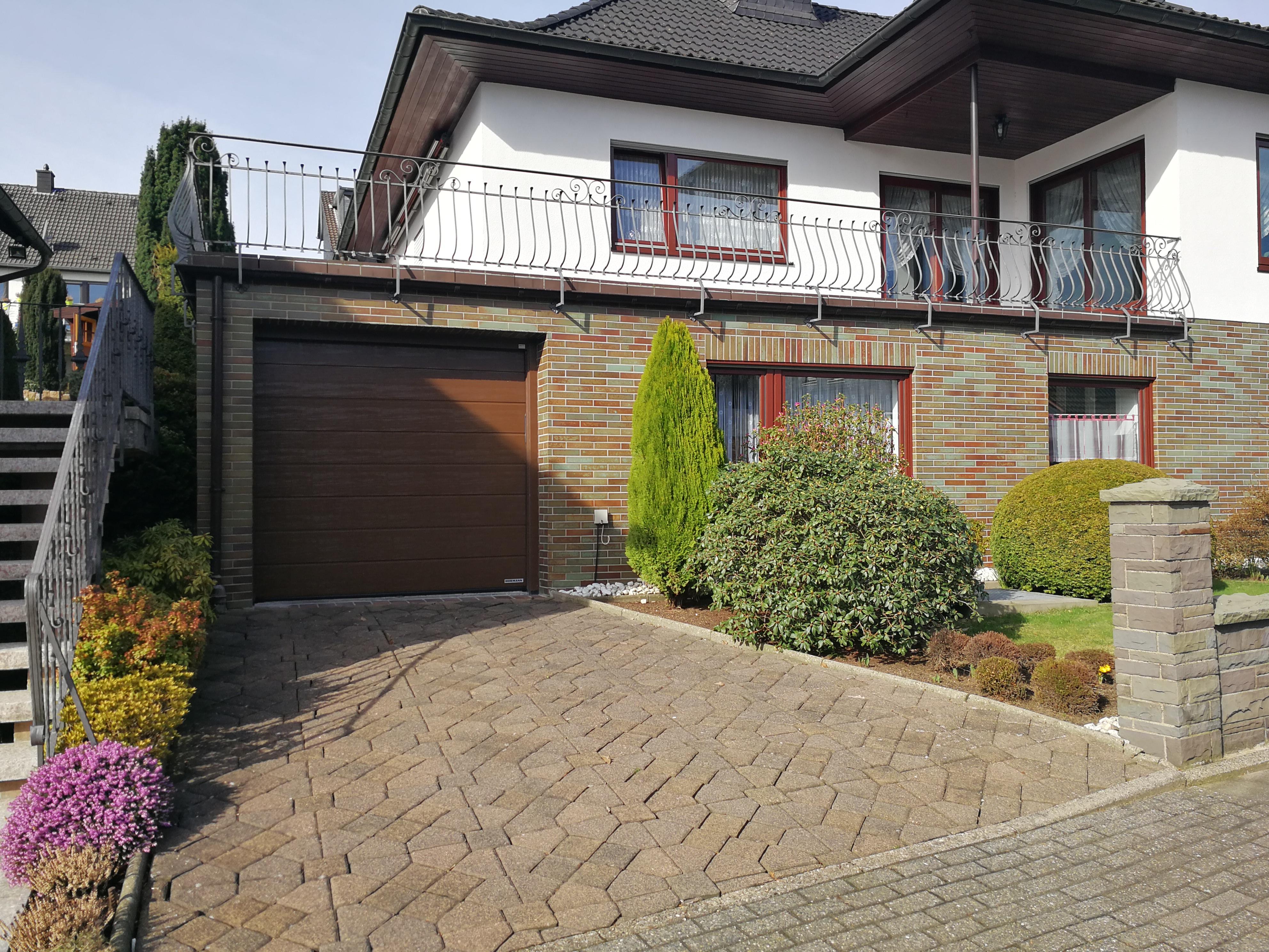 Garagentor hörmann braun  Referenzen von TAROTORE | Garagentore | Industrietore | Haustüren ...